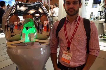 Isakos Congress 2015 em Lion, France – Modelo de joelho com protese de joelho em grande escala