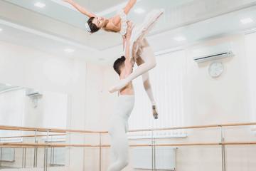 Lesões nos joelhos em bailarinos