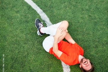 Como acontece a lesão ligamentar no joelho?